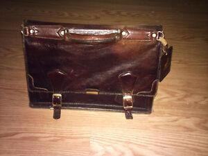 Porte-document, valise en cuir Tuscany valeur $292.89