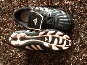 Adidas outdoor soccer shoes. Size 6 ladies. Great condition London Ontario image 1