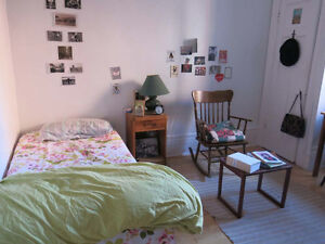 Chambre à louer charmant 6.5 / Lovely room in 6.5 (Mile-End/Outr