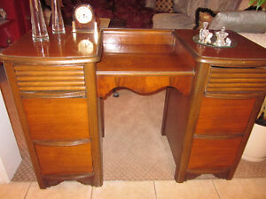 2 DAYS ONLY!1900-1920 Middlesex Furniture Co.SOLID WALNUT Vanity