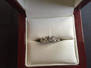 14 kt White Gold 4-prong and Channel set Engagement Ring