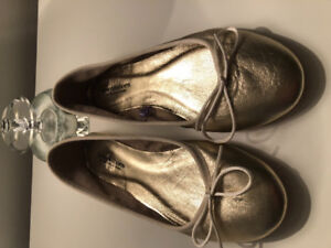 Brand new Town Shoes size 40 all-leather gold ballet flats
