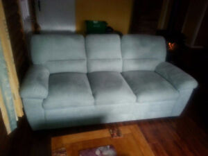 Couch, 4 month old, in new condition