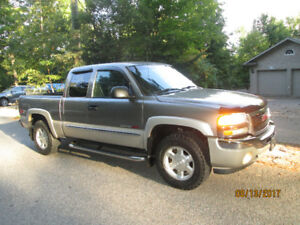 2006 GMC Sierra 1500 SLE 4X4 Extended Cab Grey and Silver CLEAN!