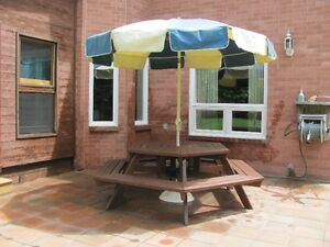 Patio Furniture / Picnic Table with Umbrella and Base