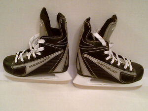 BOYS Hespeler Hockey Skates Size J1 in MINT Condition!