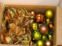 boule de boel couleur chocolat et vert lime  et rubans