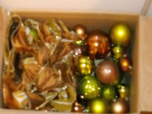 boule de boel couleur chocolat et vert lime  et rubans Saguenay Saguenay-Lac-Saint-Jean image 1