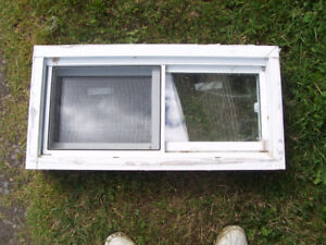 4 thermo windows with screens for sale