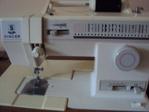 SINGER SEWING MACHINE WITH TABLE** MUST SELL**
