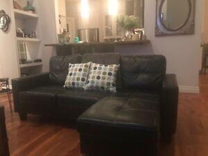 Sofa sectionnel en cuir noir à vendre.