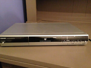 Toshiba DVD Player Stereo Tv Movie Play Rental Travel Cottage Oakville / Halton Region Toronto (GTA) image 6