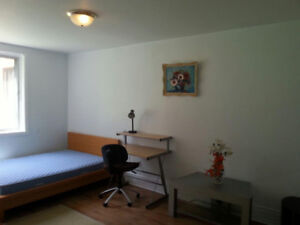 Rooms For Rent Chambres a louer Available Mai