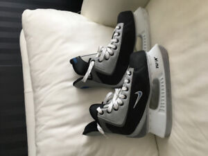 Skates, woman's size 7, almost new. Good quality.
