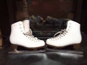 GIRLS GAMS SIZE 1C EXCELLENT CONDITION Pro SKATES