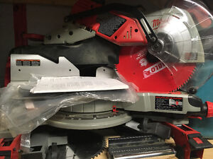 Milwaukee compound mitre saw
