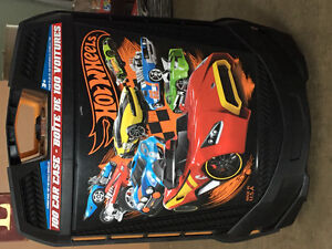 Brand new Hot Wheels 100 car case Peterborough Peterborough Area image 1