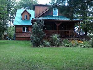 Maison de campagne en bois ronds à vendre