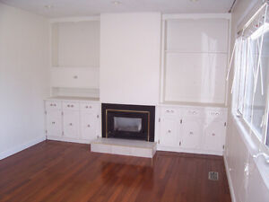 AVAILABLE NOW, RENO'D,3 BDRM SUITE IN COLLEGE HGHTS, NEAR SHOPS