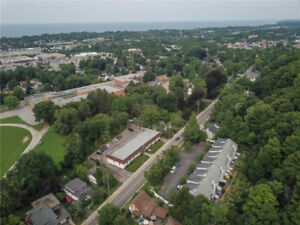 Grimsby, End Unit Townhome, on Escarpment Great yard