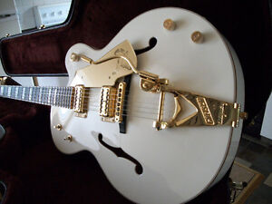 GRETSCH WHITE FALCON G7593 (ETAT NEUVE-MINT UNPLAYED CONDITION)