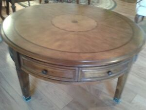 Beautiful Round Coffee Table..like new..Inlaid top as shown