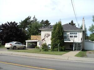 Maison à vendre à Mont-Joli 134,500 AVEC REVENU d'un loft