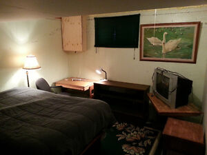 Bruderheim Fully Furnished Bedroom $525month, or $150weekly Strathcona County Edmonton Area image 3