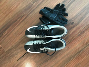 Nike Football Cleats With Receiver Gloves Barley Worn/ Size 11