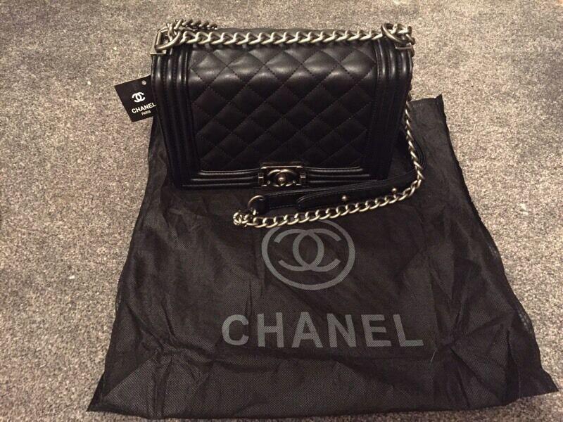 Ladies Chanel le boy bag