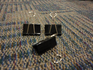 Lot of 15 assorted size binder clips London Ontario image 1