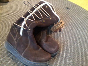 Brown ladies boots - comfy and good grip for winter walking!