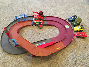 Cars Shake and Go Track with 6 cars