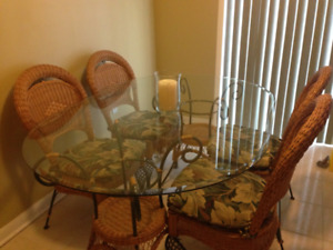 Glass Dining Table + 4 chairs (PALMA BRAVA)