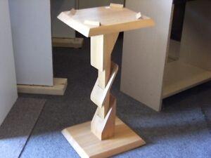 Petite table en bois fait à la main