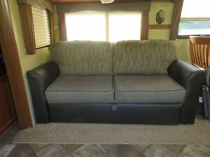 Like New RV Air Bed with built in 120V AC pump