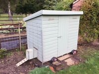 Chicken house on wheels very good condition