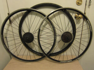 Double-wall, 700C rear/front wheels, 26' front wheels with disk