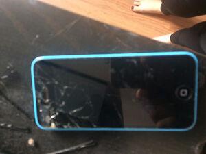 broken, does not turn on apple i phone 5c