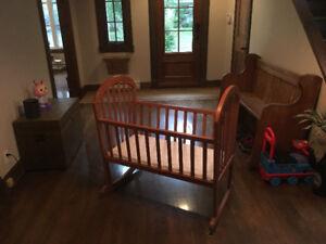 Berceau pour bébé en bois massif