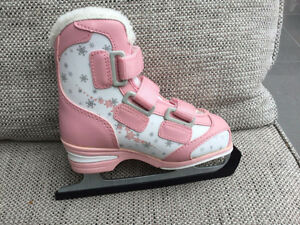Size 2 rarely worn great condition Kingston Kingston Area image 1