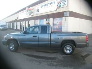 2005 Dodge Dakota SXT Pickup Truck
