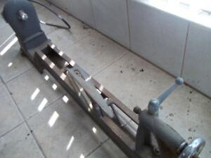Tour à bois. 48 pouces, fonte, sans moteur, sans pieds.