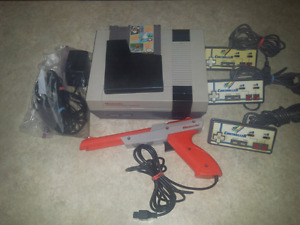 NES, 3 controllers, light gun, game