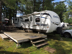 Keystone OUTBACK RV (immaculate condition)