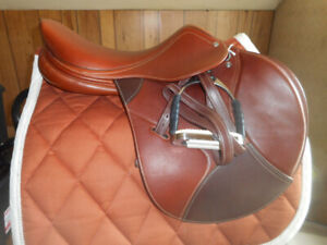 Close Contact Saddle Pkg DEMO/Prototype 17 Med Excellent