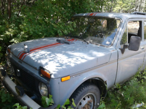 SOLD 96 lada niva $200 PARTS ONLY SOLDB