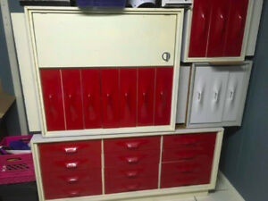 Commode, 2 tables de chevets et armoire