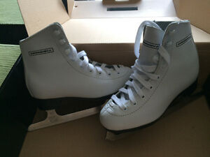 New in box girls figure skates size 12Y