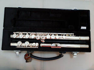 Yamaha Flute Model YFL-221 in Very Good Condition